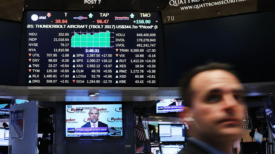US down, UK up as FTSE 100 strikes new all-time high